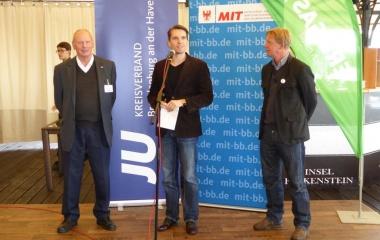 Hermann Kühnapfel (MIT Brandenburg), Philipp Schwab (JU Brandenburg) und Dr. Bernd Benser (CDU Landtagskandidat MOL)v.l.