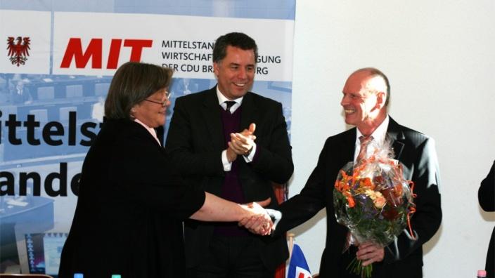 Bild Ralf Schwarzer: (von links nach rechts) Andrea Voßhoff MdB, Dr. Christian Ehler MdEP, Hermann Kühnapfel MIT Landesvorsitzender Brandenburg
